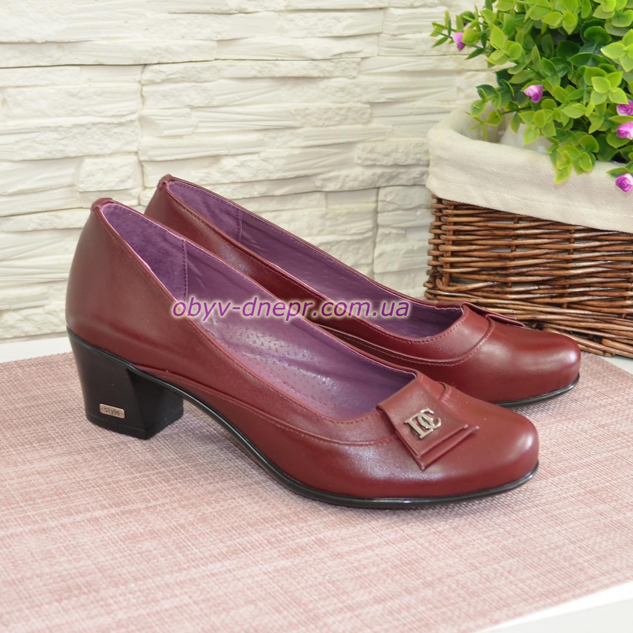 Женские кожаные туфли на невысоком каблуке, цвет бордо