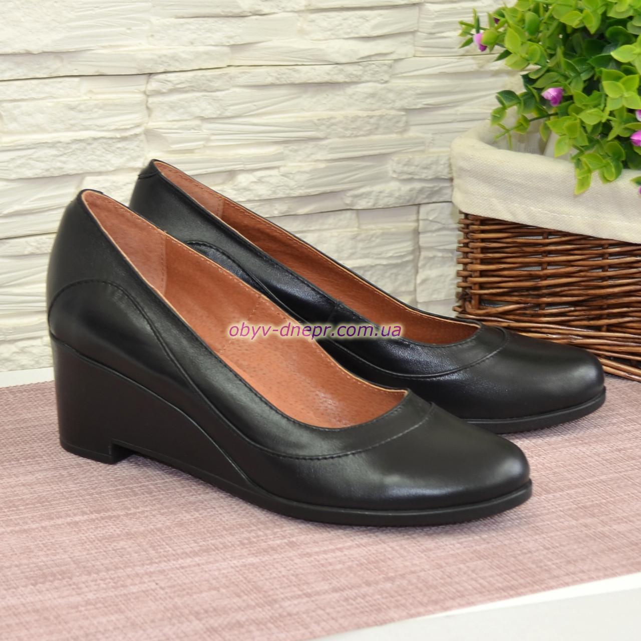 Женские кожаные туфли на невысокой устойчивой платформе, цвет черный