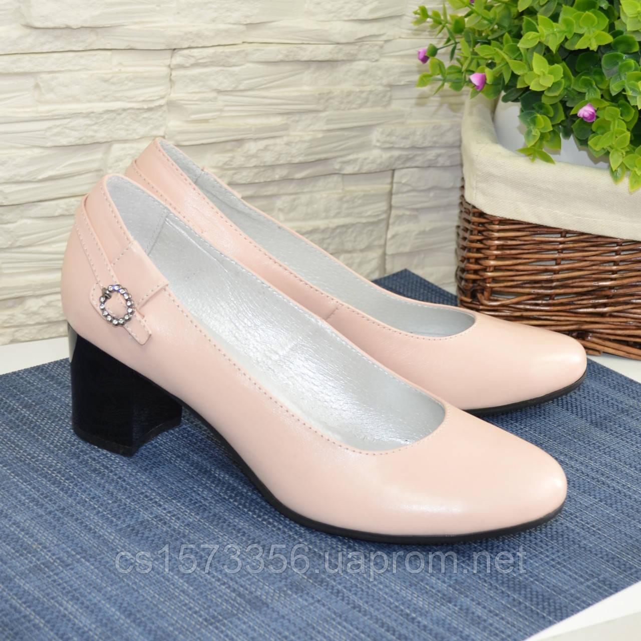 Женские кожаные туфли на невысоком каблуке, цвет пудра