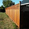 Забор деревянный с сеточкой