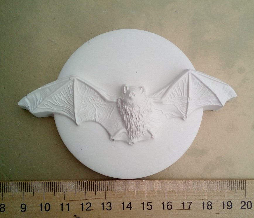Гипсовая фигурка заготовка для раскрашивания. Гіпсова фігурка для розмальовування Летучая мышь на луне