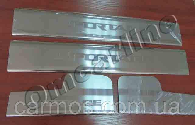 Накладки на пороги салона (НА ПЛАСТИК) Kia sportage (киа спортейдж) 2011-  с логотип гравировкой, нерж.
