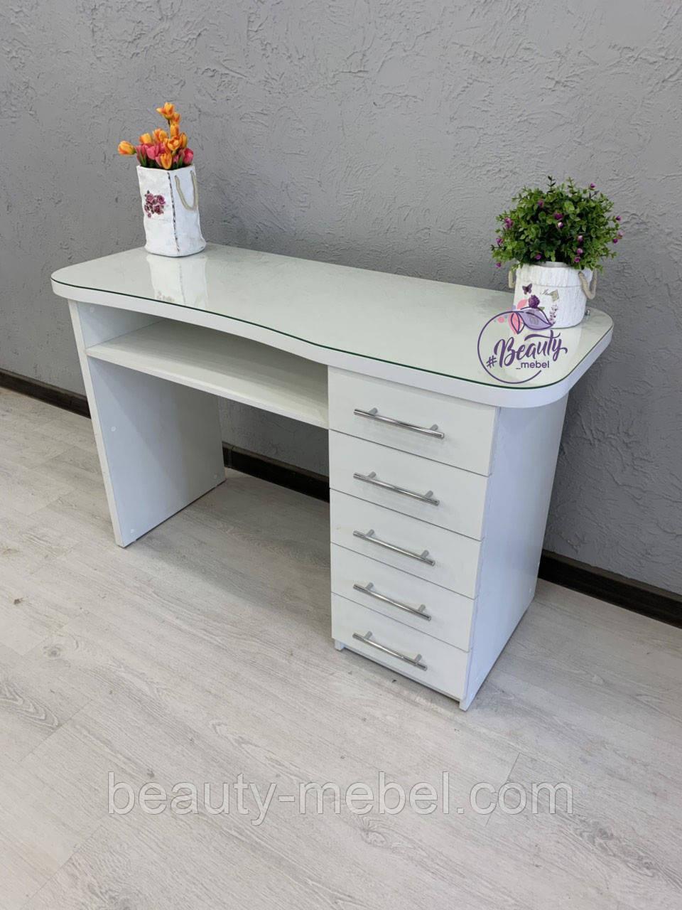 Маникюрный стол со стеклом на столешнице и удобными ящиками