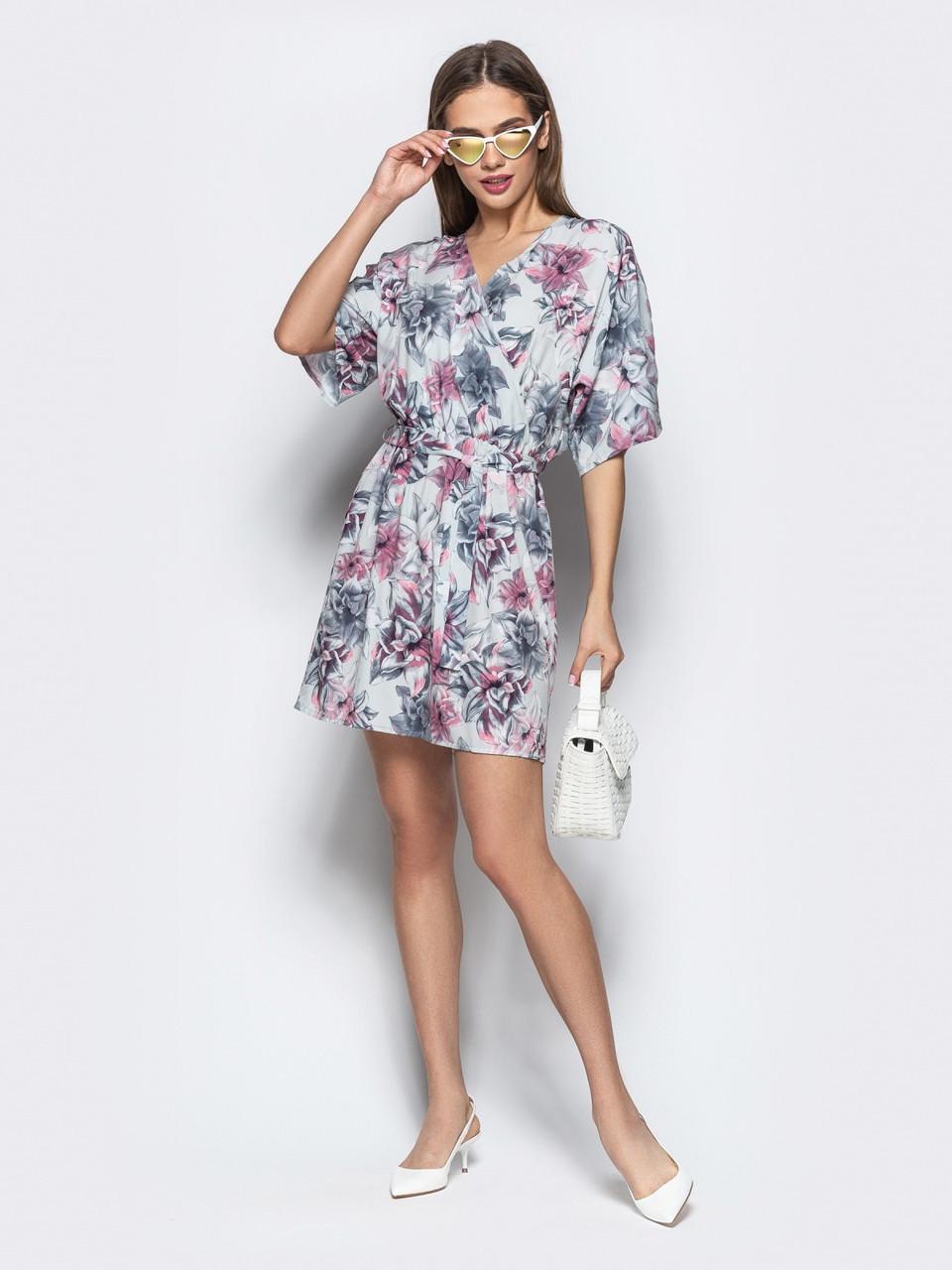 4eb087852cbc1a7 Стильное летнее платье на запах серого цвета с цветочным принтом - Стильная  женская одежда оптом и