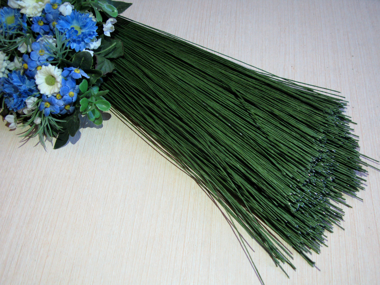 Проволока 1 мм. флористическая тейпированная. Зеленая 19 грн - 20 шт (длина 60 см)