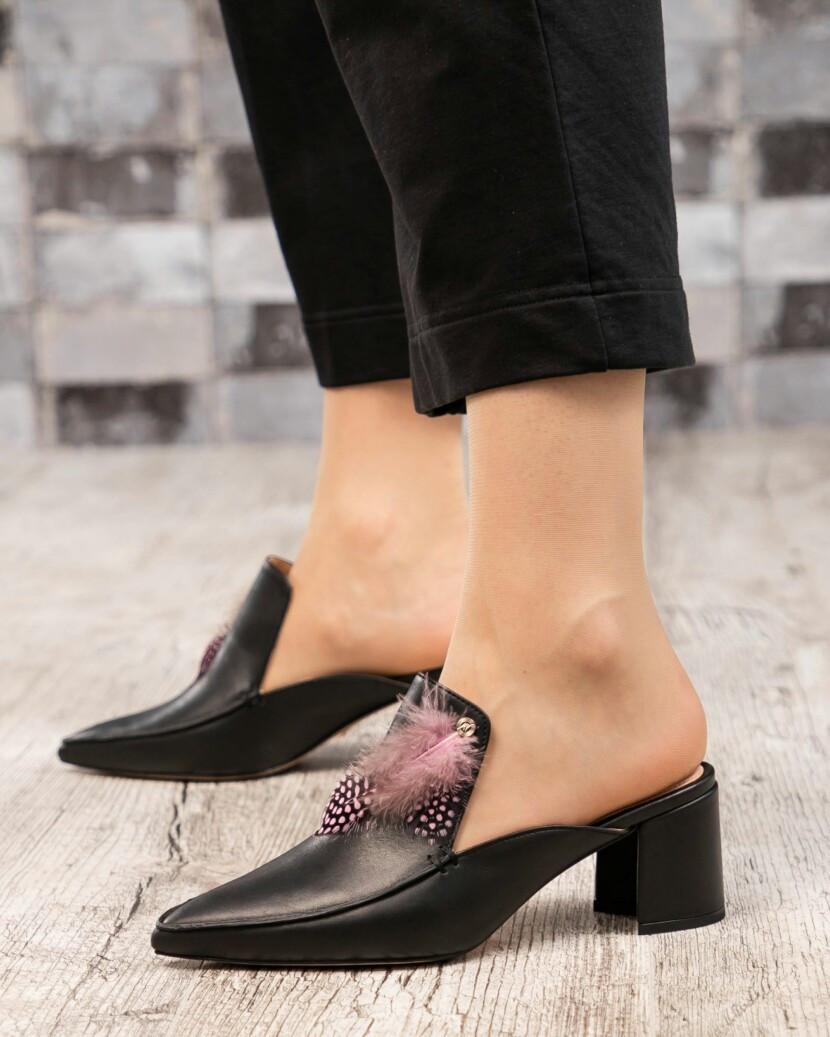 Мюли на каблуке с декором черные
