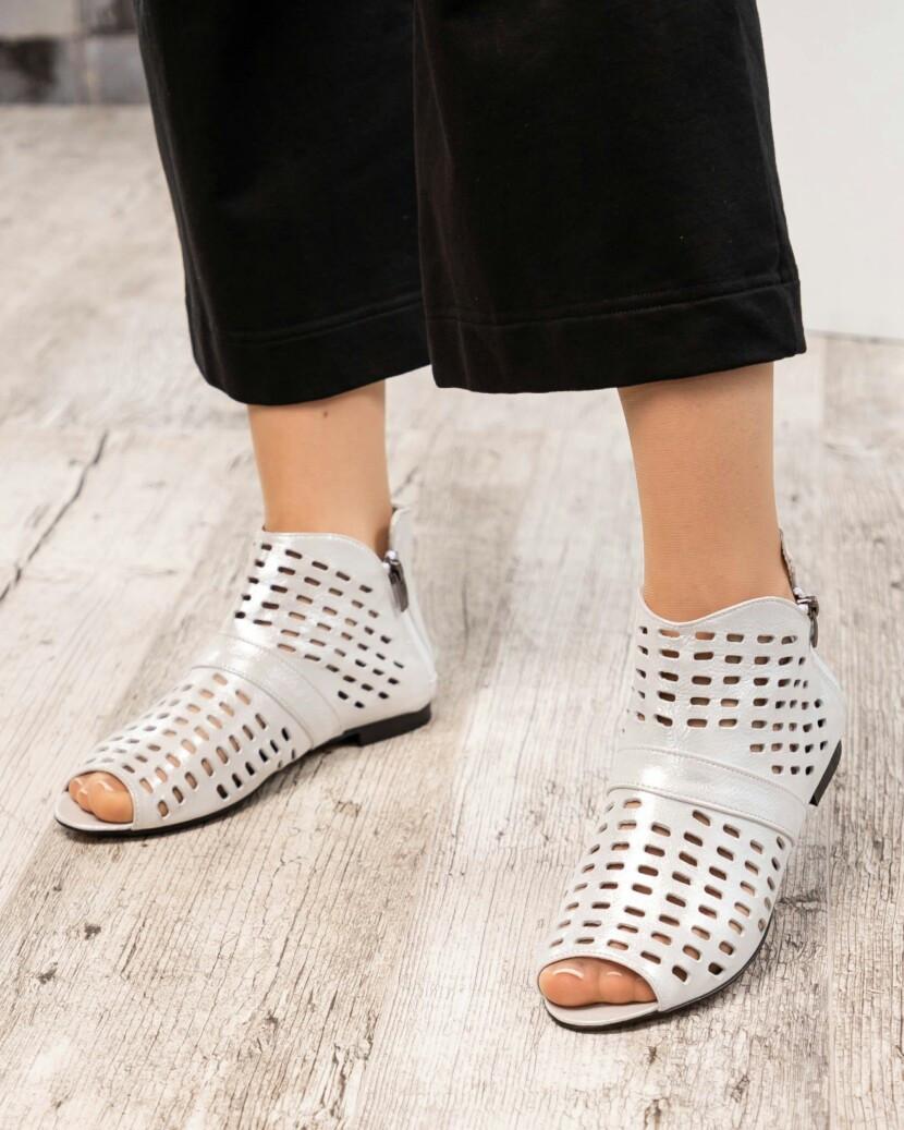 Летние ботинки с перфорациейбелые