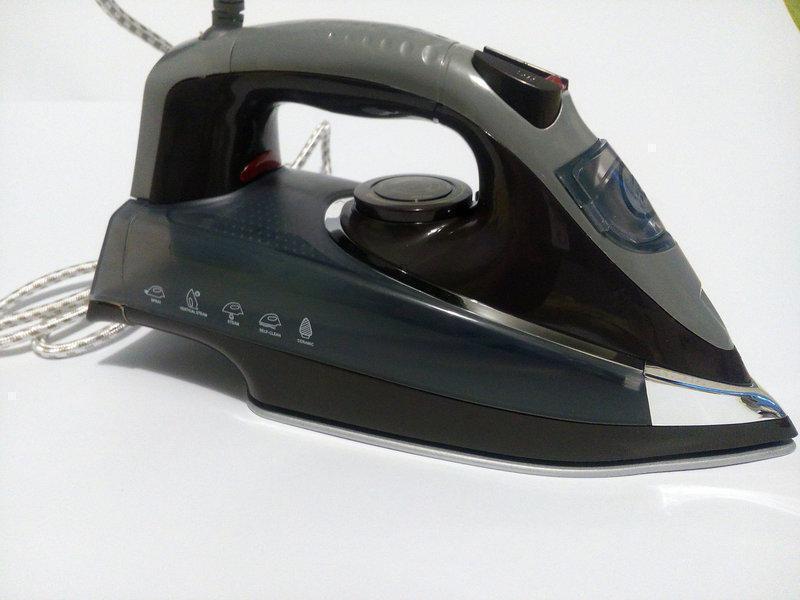 Праска Domotec DT-1202 потужність 2000 Вт подача пара очищення від накипу, протикапельна система