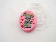 Пластиковая формочка для мыла Мышка с подарком