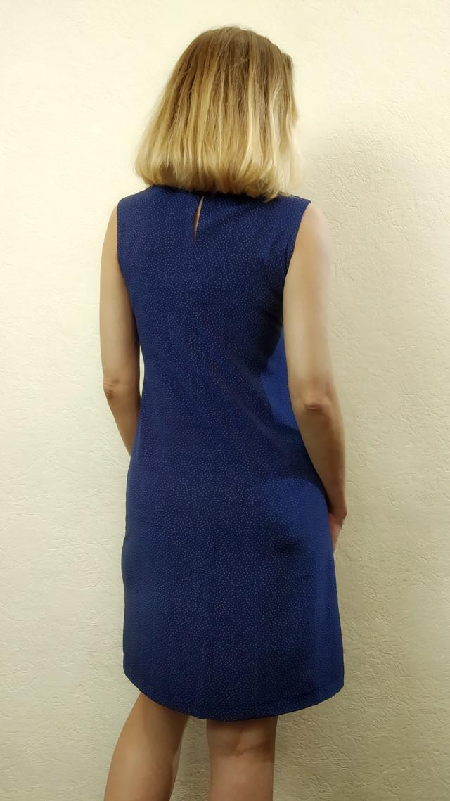 Синее женское платье в горошек без рукавов П165