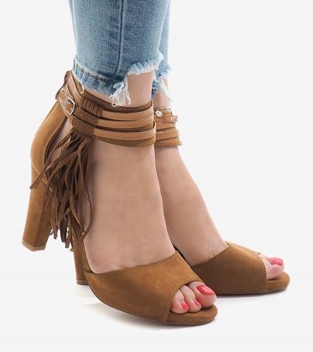 Замшевые босоножки цвета капучино с открытым носком