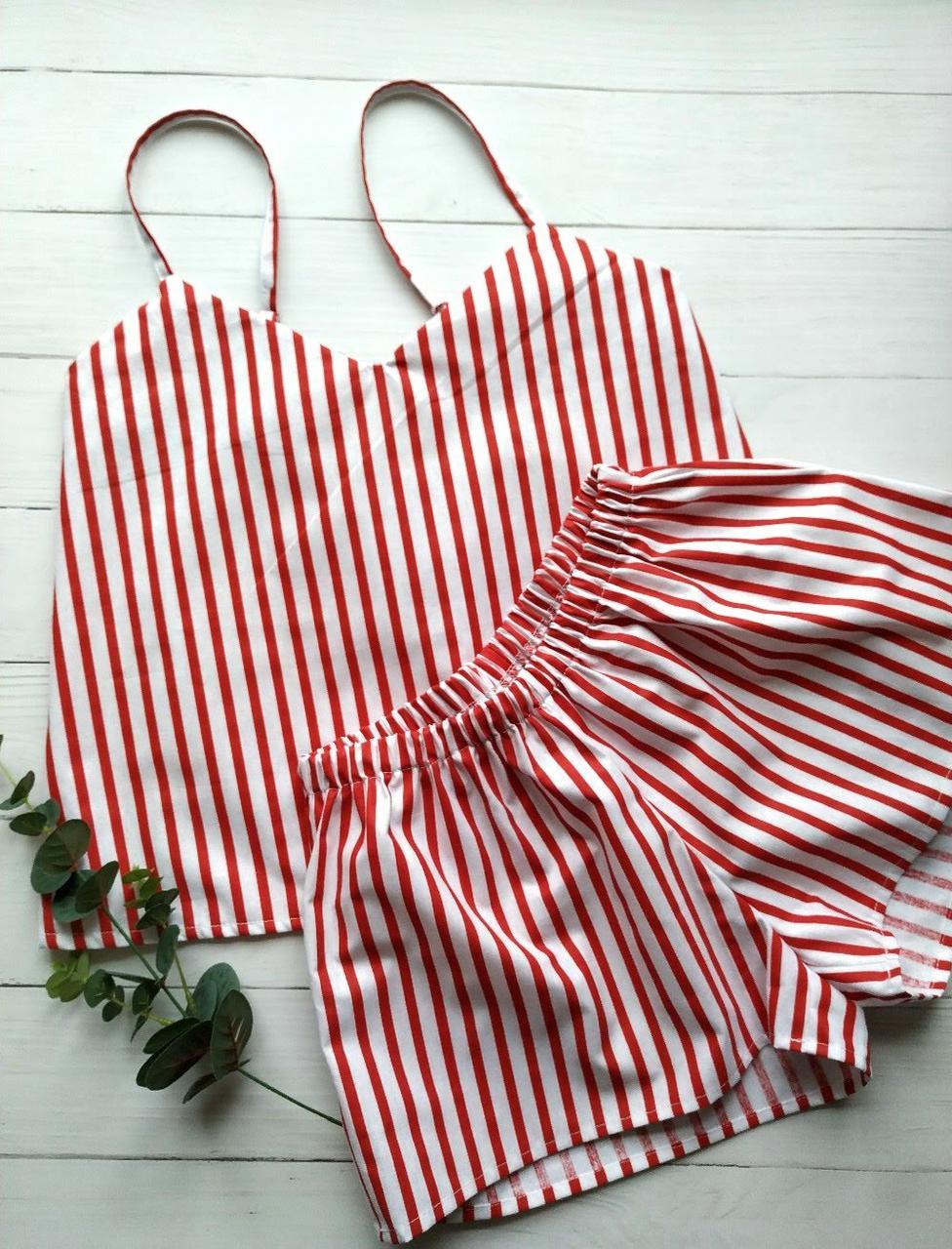 Женская пижама в красную полоску с майкой и шортами