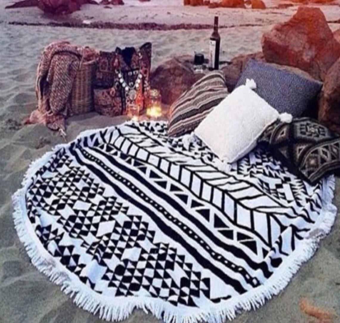 Подстилка для пляжа круглая черно-белая с геометрическим узором