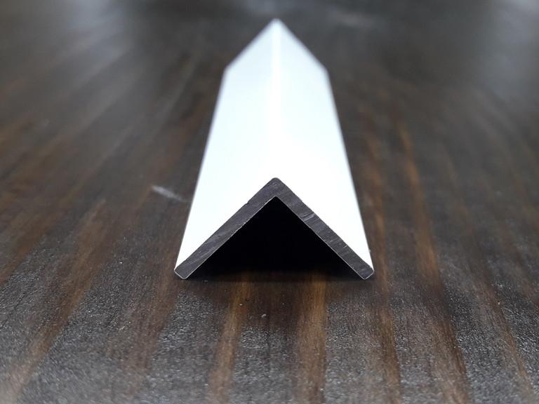 Уголок алюминиевый, белый 15х15х1,5