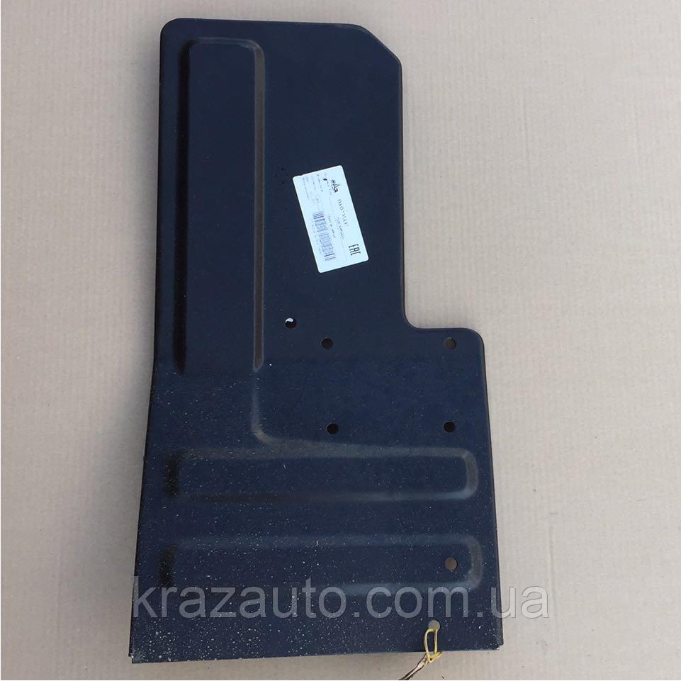 Панель  подножки левая МАЗ 5336-8405033