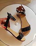 Женские черные кожаные босоножки сандалии на низком ходу (лак рептилия), фото 3