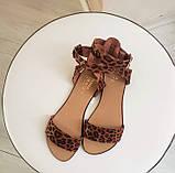 Женские кожаные босоножки сандалии на низком ходу (рыжий леопард), фото 7