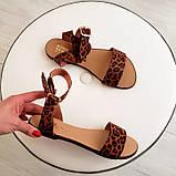 Женские кожаные босоножки сандалии на низком ходу (рыжий леопард), фото 5