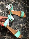 Женские мятные кожаные босоножки (сандалии) на низком ходу, фото 3