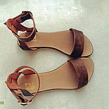 Женские кожаные босоножки сандалии на низком ходу (шоколад рептилия), фото 4