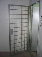 Двери решетчатая