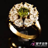"""Кольцо позолота """" Цветочек из крупных камней"""""""
