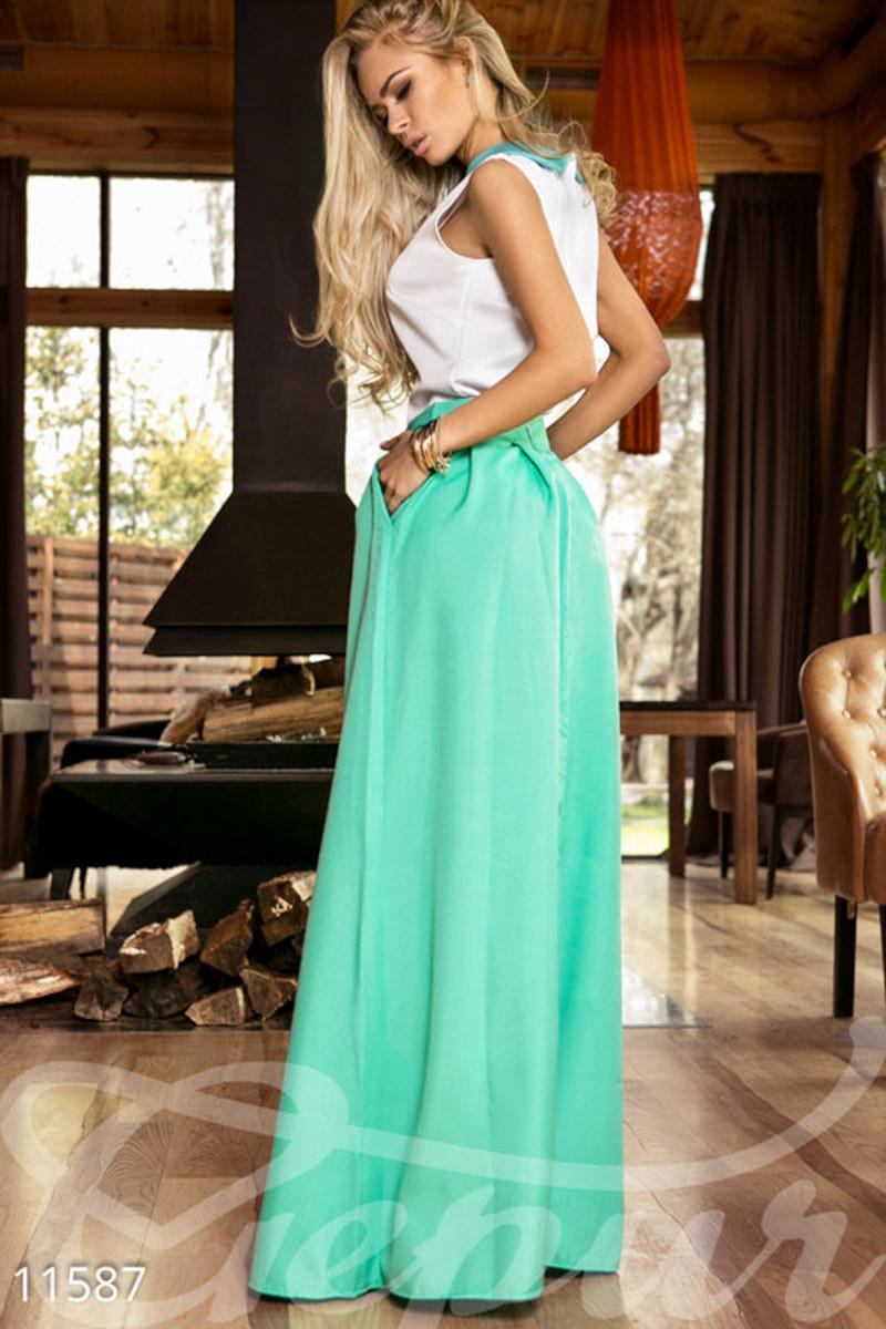 Расклешенная юбка макси с карманами мятная