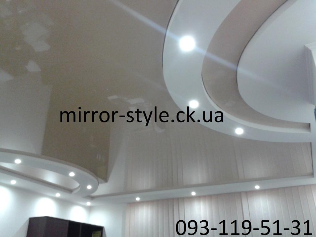 Криволинейный сложный натяжной потолок  в гостинной в Черкассах по ул.Благовесная.