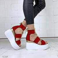 Босоніжки шкіряні на високій платформі з шнурками червоні