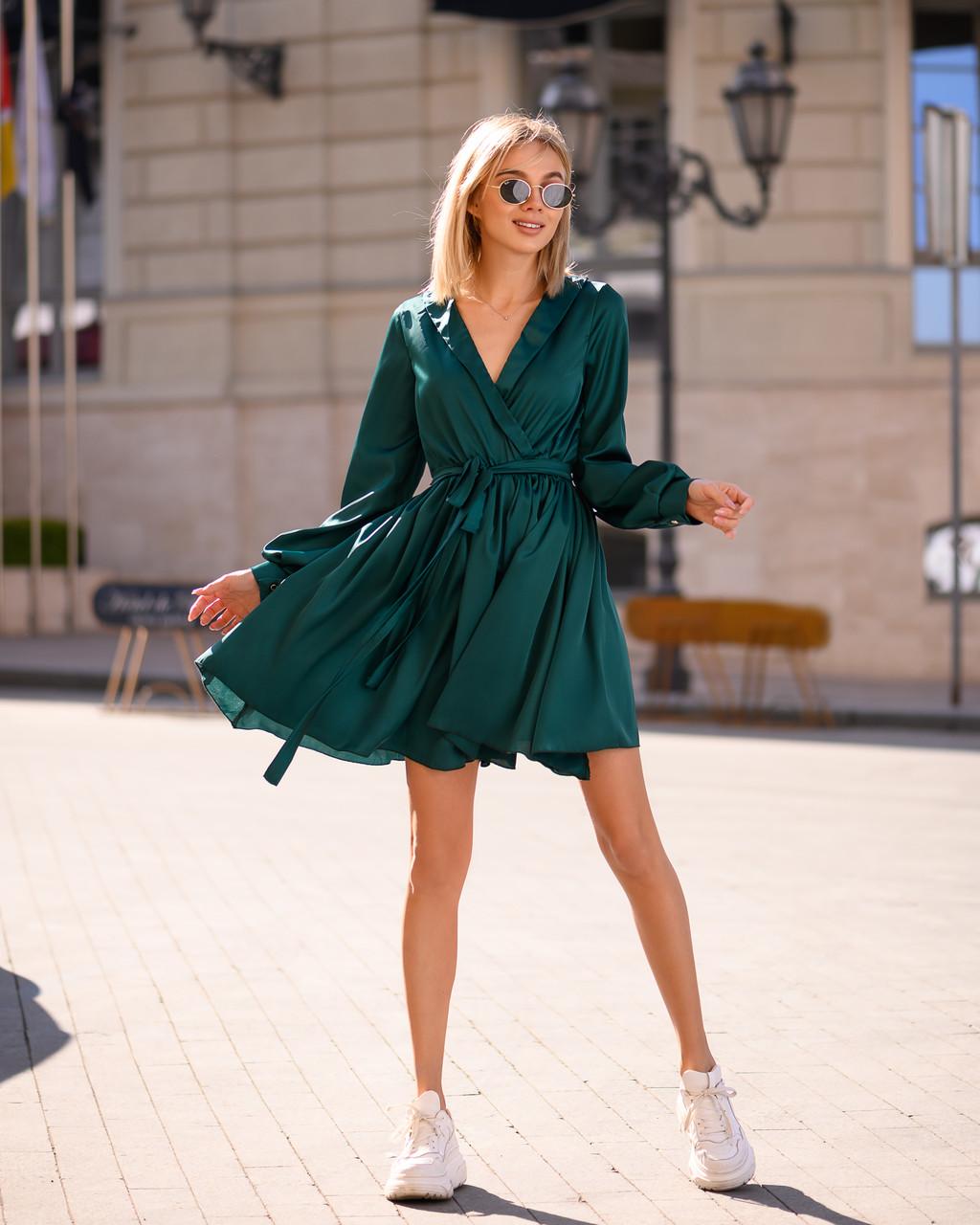 Бестселлер! Изумрудное платье из шелка Армани, декорировано воротником, ширина юбки 285см, на рукавах манжет.