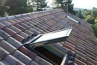 Преимущества мансардных окон и разница между окнами с плоскими и скатными крышами