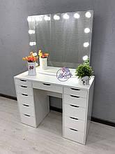 Широкий гримерный стол с зеркалом на надставке