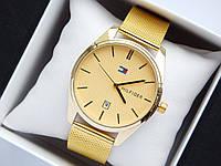 Кварцевые наручные часы Tommy Hilfiger золотистого цвета с золотистым циферблатом, с датой, фото 1
