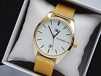 Кварцевые наручные часы Tommy Hilfiger золотистого цвета с белым циферблатом, с датой, фото 1