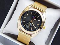 Кварцевые наручные часы Tommy Hilfiger золотистого цвета с черным циферблатом, фото 1