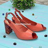 Женские коралловые кожаные босоножки на устойчивом высоком каблуке., фото 1