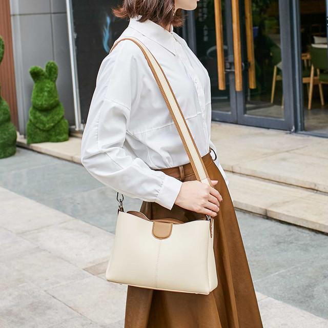 Стильная женская сумка небольшая L-16392 бежевая
