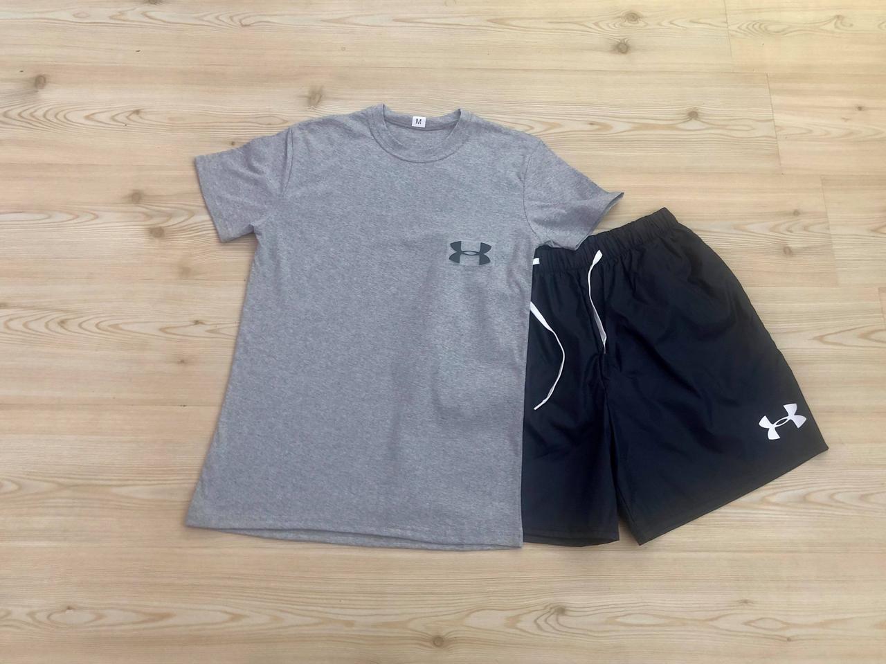 Мужская футболка и шорты для плавания
