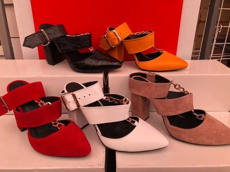 Картинка Замшевые и кожаные стильные босоножки на каблуке