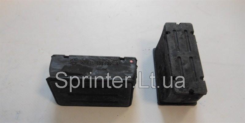 Подушка передней рессоры (пластик) MB Sprinter 96- нижняя R Mercedes 9013222219
