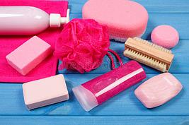 Аксессуары и принадлежности для ванной (спонжи, пемзы, расчёски)