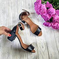 Черные кожаные босоножки женские классические на среднем устойчивом каблуке с закрытой пяткой