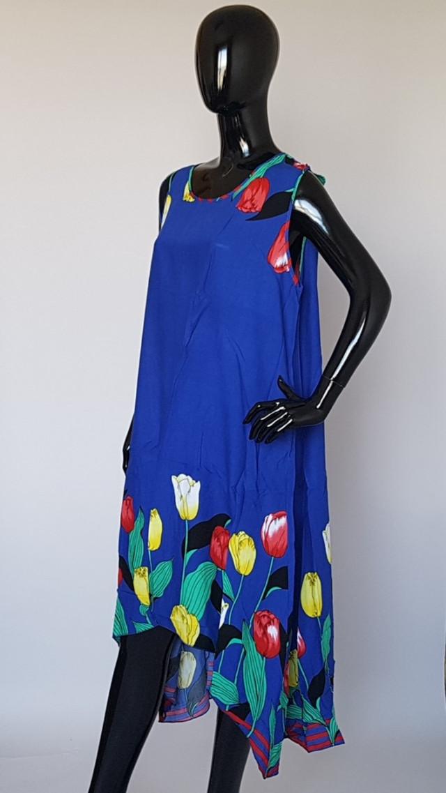 фотография женское штапельное платье без рукавов с тюльпанами