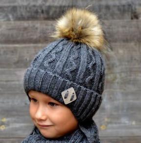 Детская шапка с меховым помпоном для мальчика