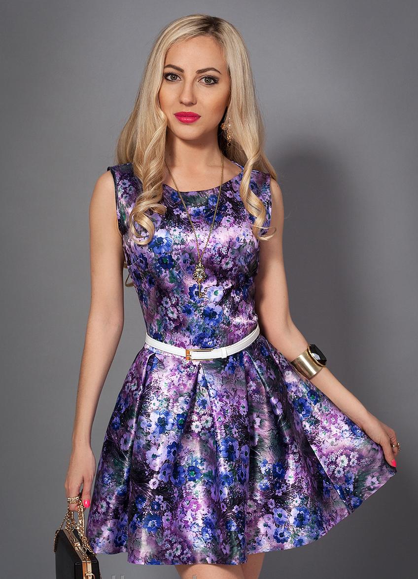 Молодежное летнее платье с цветами