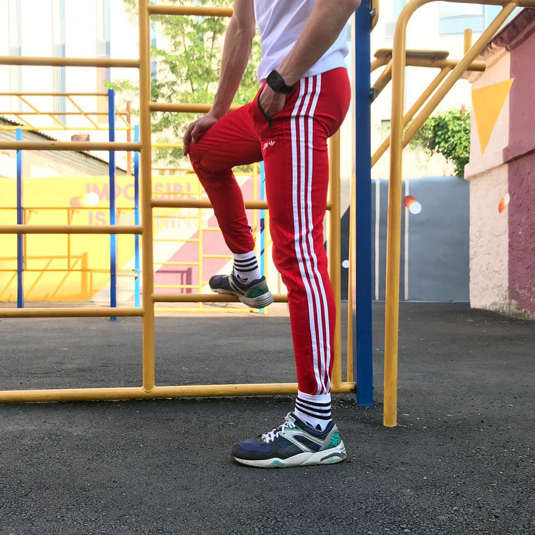 Спортивные штаны в стиле Adidas Strip красный