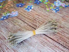 Тычинки мелкие, матовые, цвет светло-оливковый, 50 нитей, 100 головок