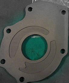 Крышка масляного насоса GM 55351875 1.6-1.8 OPEL Astra-H/J Insignia Vectra-C & CHEVROLET Aveo Cruze Orlando