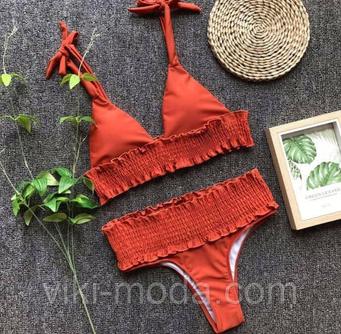 Раздельный женский купальник терракотового цвета, с резинкой под грудью и на плавках