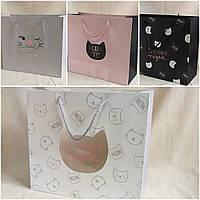 """Стильные бумажные пакеты для подарков """"Кошечки"""", 30.5х27х12 см., 40 грн."""